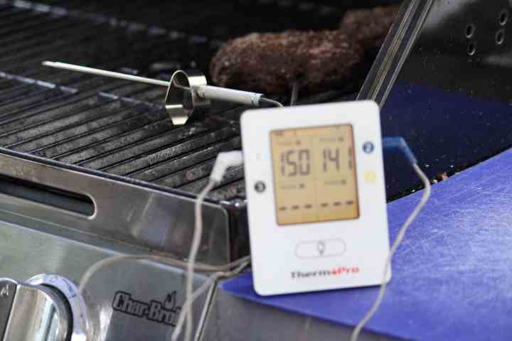 Monitoring smoked hamburgers on the grill with the ThermoPro TP25