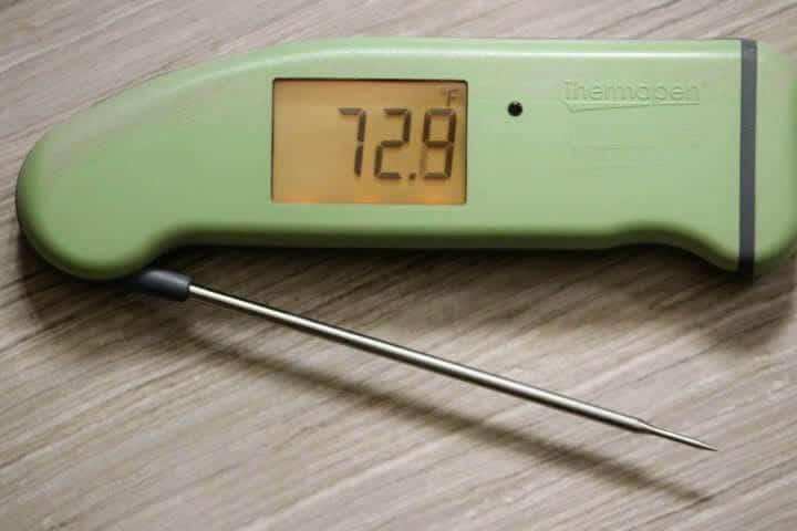 Thermoworks Thermapen MK4 reading 72.9 degrees Fahrenheit