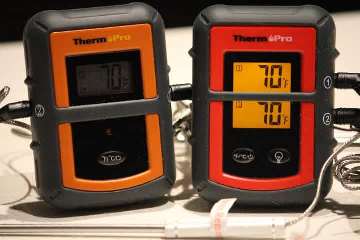 The transmitter of the TP08S on the left and the TP08B transmitter on the right