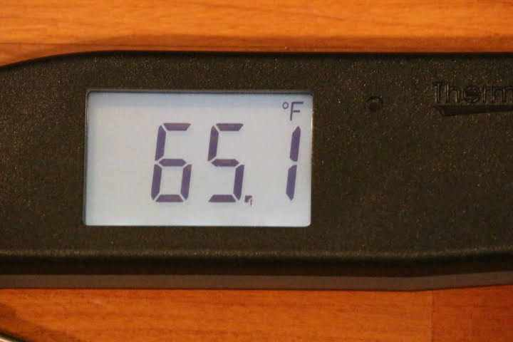 The intelligent backlit display screen of the Thermapen ONE